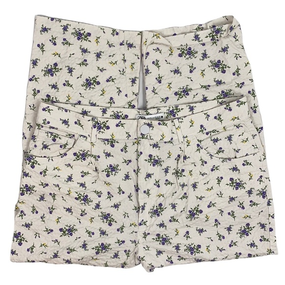 Zara Oyster White Floral Print Strap Back 4 Pocket Cropped Pants